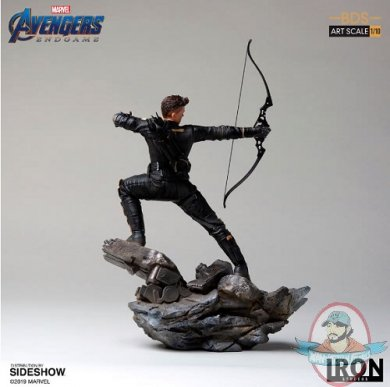 2019_05_09_13_07_13_https_www.sideshow.com_storage_product_images_904707_hawkeye_marvel_gallery_5c.jpg