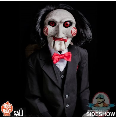 2019_10_30_15_01_41_https_www.sideshow.com_storage_product_images_905432_billy_the_puppet_saw_gall.jpg