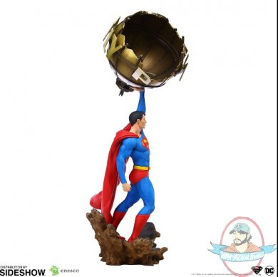 2019_12_23_06_21_05_superman_sixth_scale_statue_by_enesco_and_grand_jester_studios_sideshow_collec.jpg
