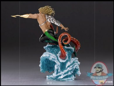 2021_05_29_19_34_05_aquaman_deluxe_1_10_scale_statue_by_iron_studios_sideshow_collectibles.jpg