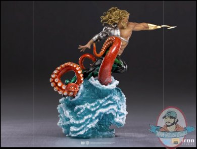 2021_05_29_19_34_21_aquaman_deluxe_1_10_scale_statue_by_iron_studios_sideshow_collectibles.jpg