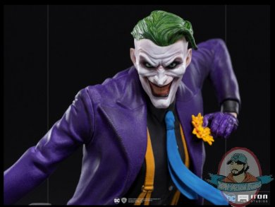 2021_06_08_12_53_29_the_joker_1_10_statue_by_iron_studios_sideshow_collectibles.jpg