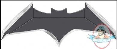 2021_06_25_13_10_11_justice_league_metal_batarang_replica_sideshow_collectibles.jpg