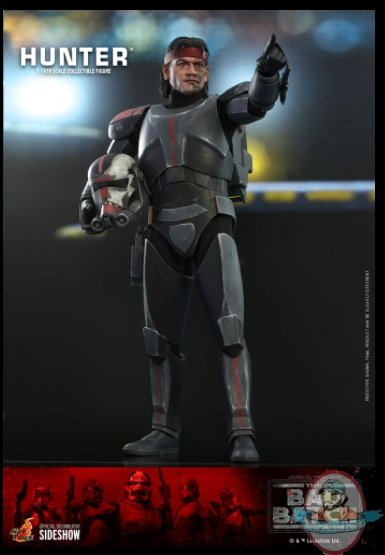 2021_07_13_09_17_45_hunter_sixth_scale_figure_by_hot_toys_sideshow_collectibles.jpg