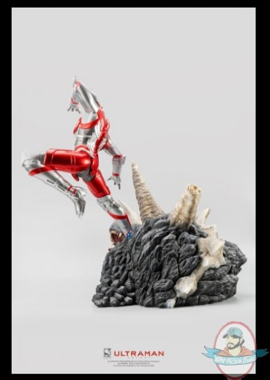 2021_07_13_09_29_24_ultraman_vs_black_king_statue_by_purearts_sideshow_collectibles.jpg