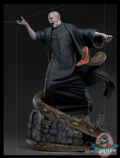 2021_07_13_11_01_56_voldemort_and_nagini_legacy_replica_statue_sideshow_collectibles.jpg