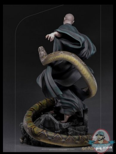 2021_07_13_11_02_10_voldemort_and_nagini_legacy_replica_statue_sideshow_collectibles.jpg