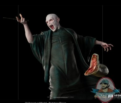 2021_07_13_11_02_31_voldemort_and_nagini_legacy_replica_statue_sideshow_collectibles.jpg