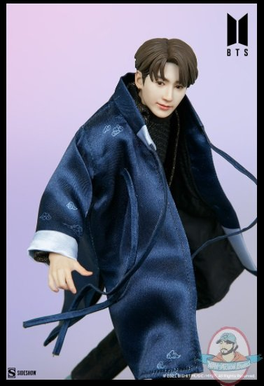 2021_07_28_09_45_09_jung_kook_bts_idol_collection_deluxe_statue_sideshow_collectibles.jpg