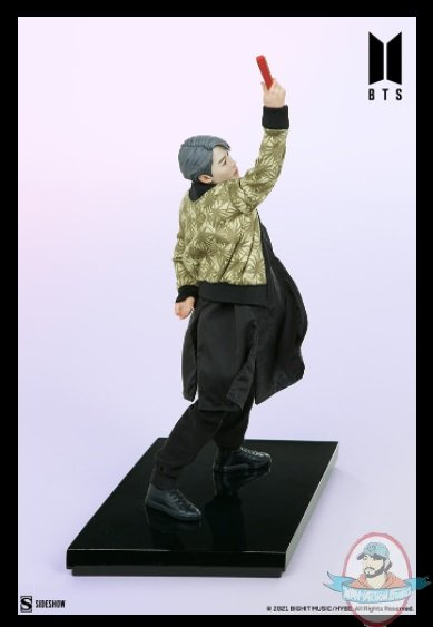 2021_07_28_10_01_31_jimin_bts_idol_collection_deluxe_statue_sideshow_collectibles.jpg