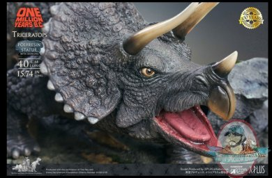 2021_07_28_15_57_57_triceratops_polyresin_version_statue_by_star_ace_toys_sideshow_collectibles.jpg