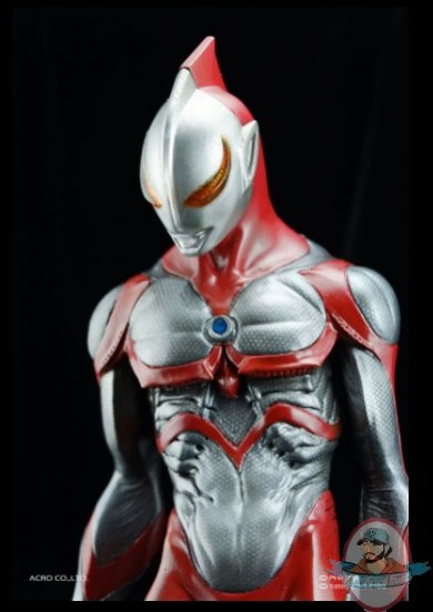 2021_07_28_22_17_16_nise_ultraman_statue_sideshow_collectibles.jpg