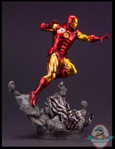 2021_08_02_07_16_36_iron_man_avengers_fine_art_statue_sideshow_collectibles.jpg