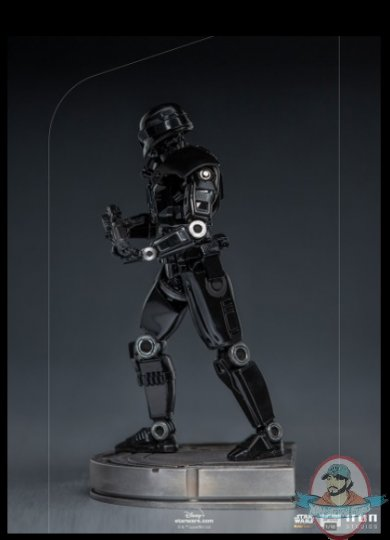 2021_09_09_21_14_32_star_wars_dark_trooper_1_10_scale_statue_by_iron_studios_sideshow_collectibles.jpg
