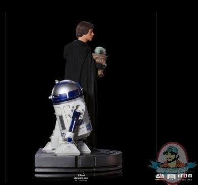 2021_09_24_17_36_11_luke_skywalker_r2_d2_and_grogu_1_4_scale_legacy_replica_statue_by_iron_studios_.jpg