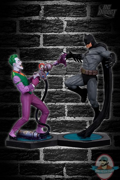 batman_vs_joker_statue.jpg
