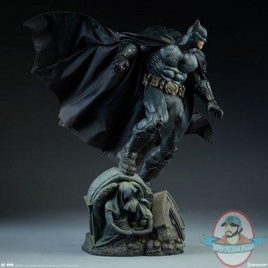 dc-comics-batman-premium-format-figure-sideshow-300542-09.jpg