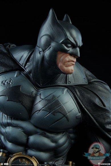 dc-comics-batman-premium-format-figure-sideshow-300542-12.jpg