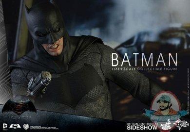 dc-comics-batman-sixth-scale-betman-v-superman-hot-toys-902618-08.jpg
