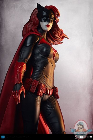 dc-comics-batwoman-premium-format-figure-sideshow-300471-04.jpg