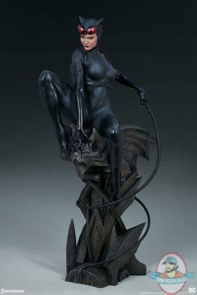 dc-comics-catwoman-premium-format-figure-sideshow-300678-06.jpg