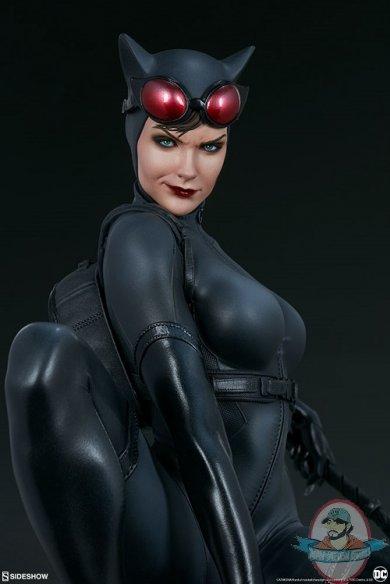 dc-comics-catwoman-premium-format-figure-sideshow-300678-12.jpg