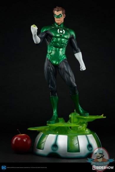dc-comics-green-lantern-premium-format-300392-04.jpg