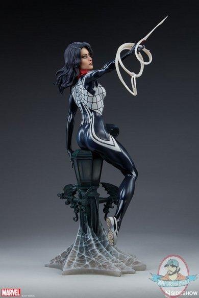 marvel-silk-statue-sideshow-200502-11.jpg