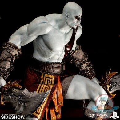 sony-playstation-kratos-statue-902762-01.jpg