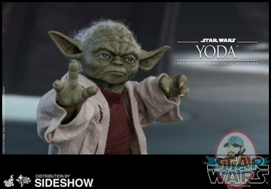 star-wars-yoda-sxith-scale-figure-hot-toys-903656-02.jpg