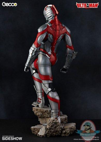ultraman-statue-gecco-feature-903452-04.jpg